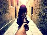 Follow-Me-To-photography-by-Murad-Osmann-Barcelona-550x410